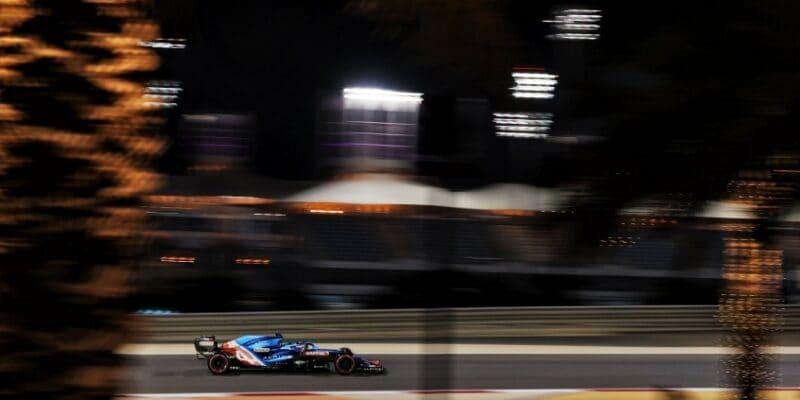 Alonsove preteky zastavil obal na sendvič, Ocon nebodoval