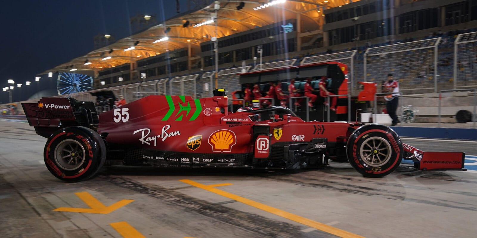 Leclerc má radost z auta, Sainz z postupu do Q3