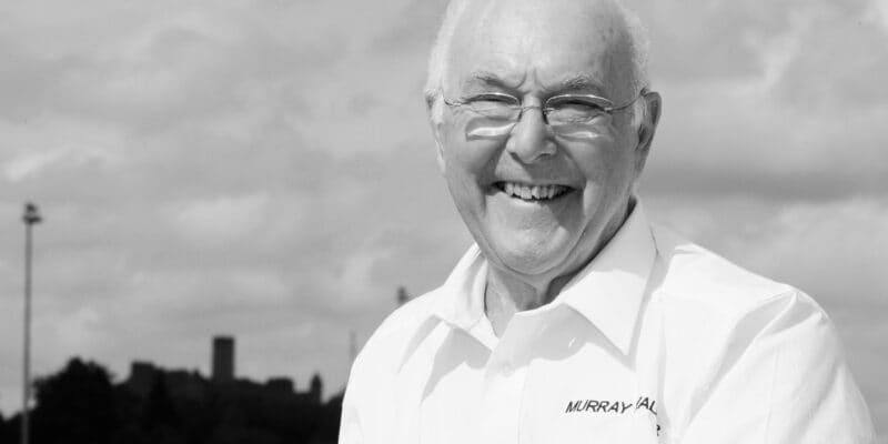Zemřel legendární komentátor formule 1 Murray Walker