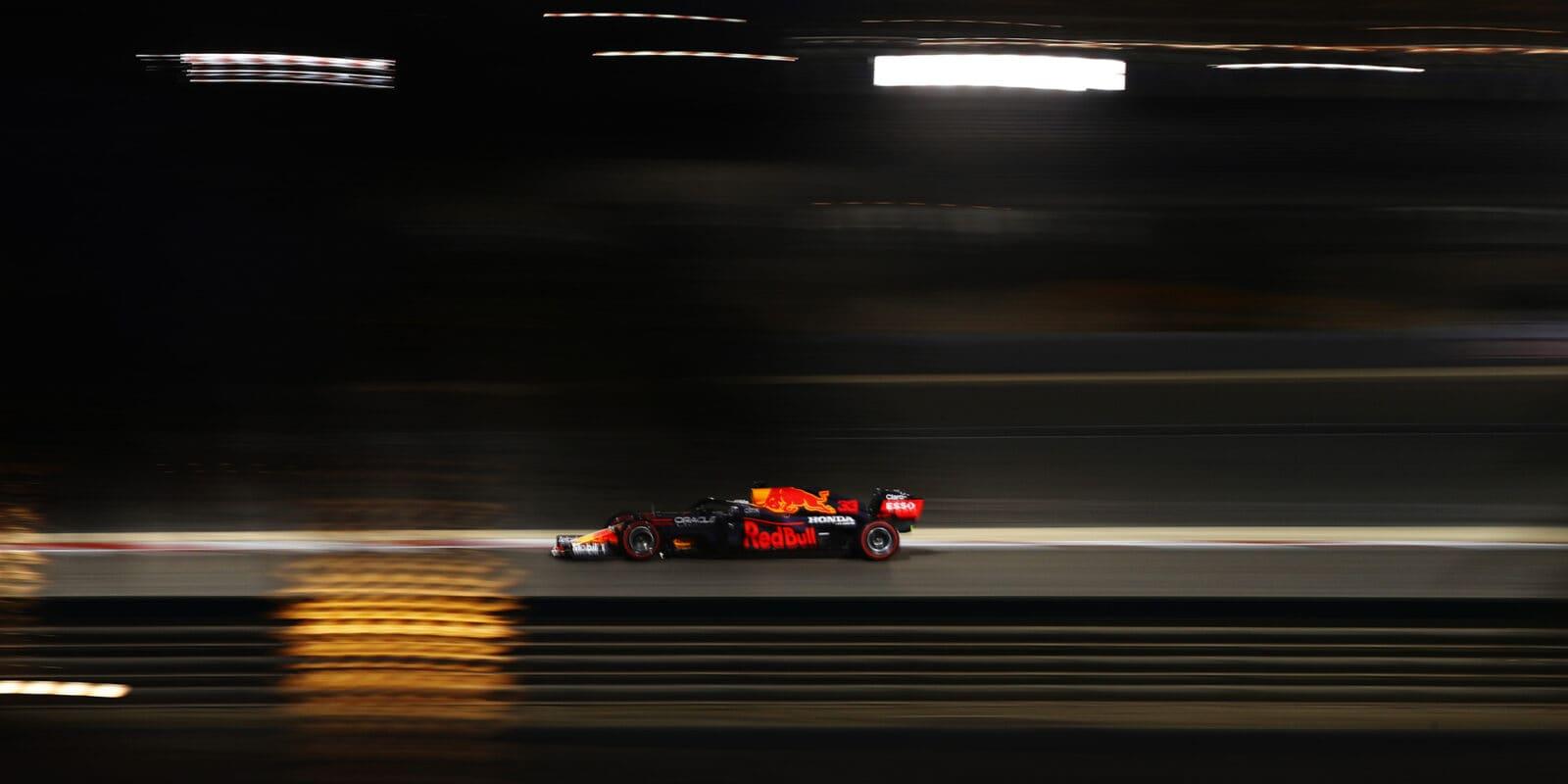 První kvalifikaci sezóny v Bahrajnu ovládl Max Verstappen