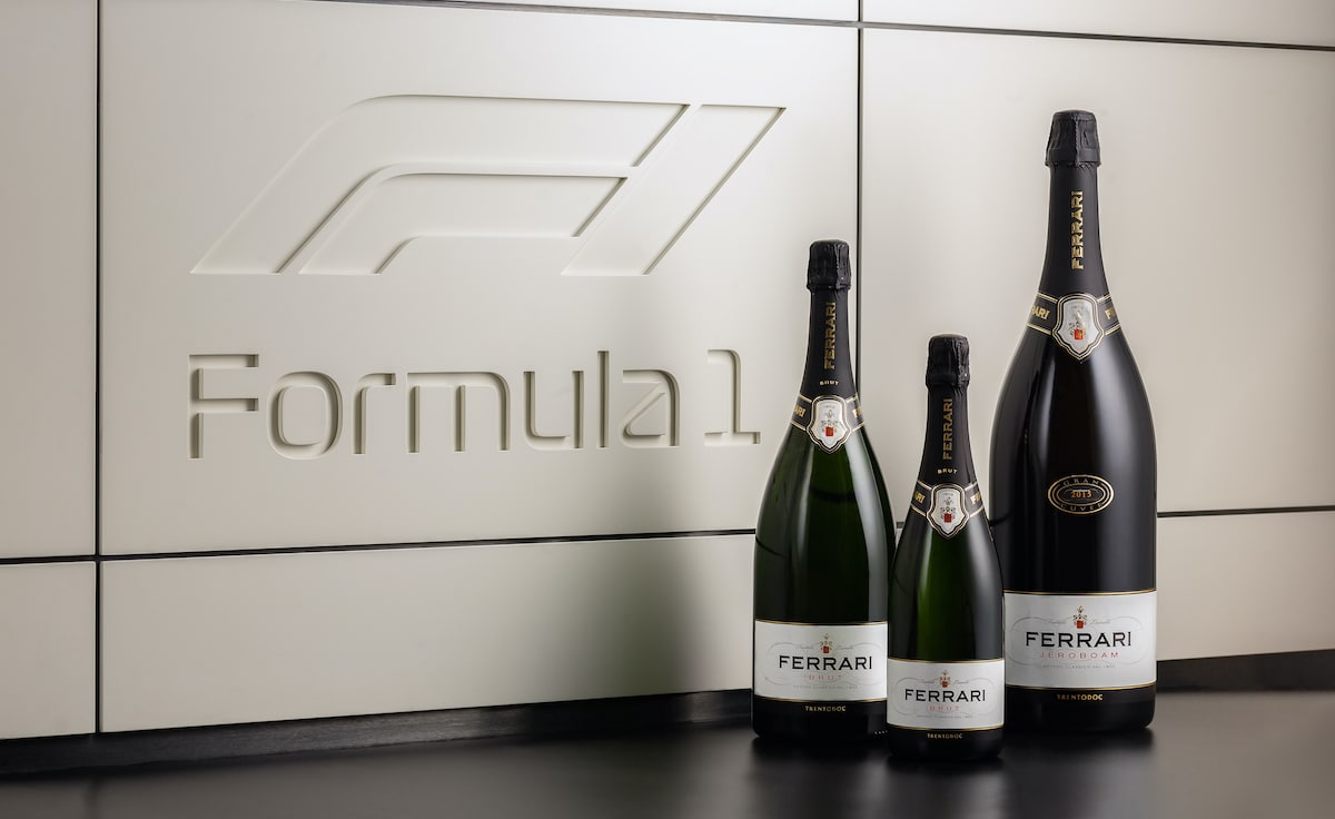 Na pódiu se v nadcházející sezoně bude pít Ferrari sekt