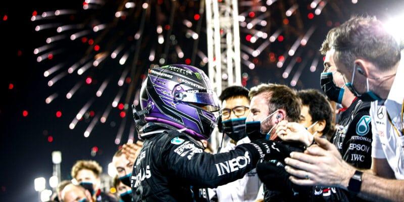 Hamiltonův těžký závod, Verstappen chtěl raději penalizaci