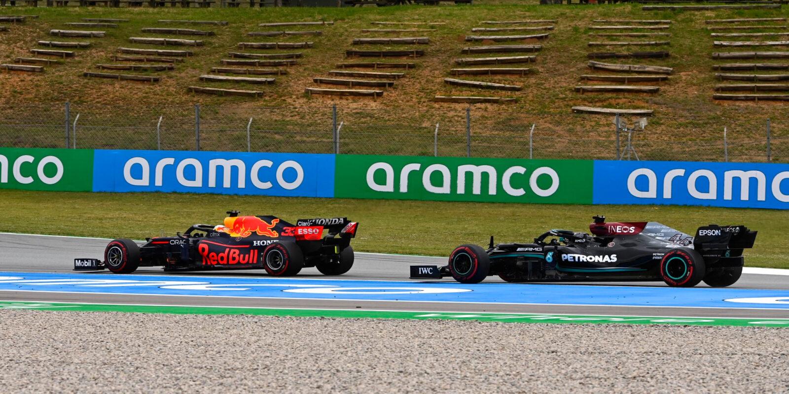 Strategickou bitvu ve Španělsku vyhrál Lewis Hamilton