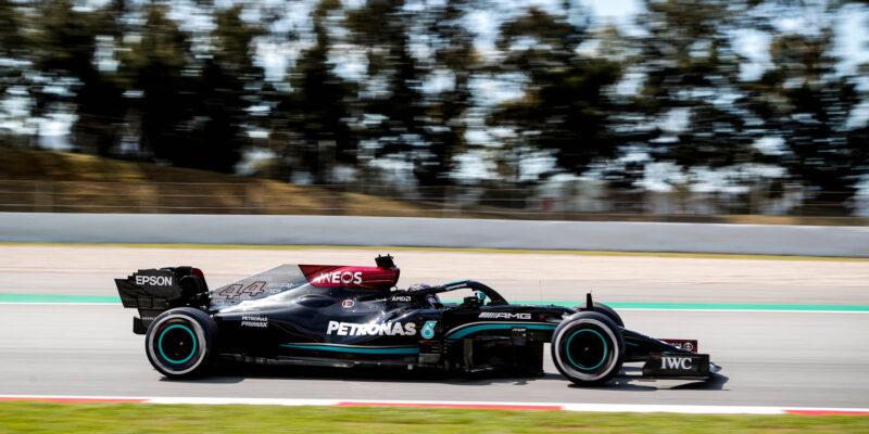 Druhý trénink ve Španělsku ovládl Lewis Hamilton