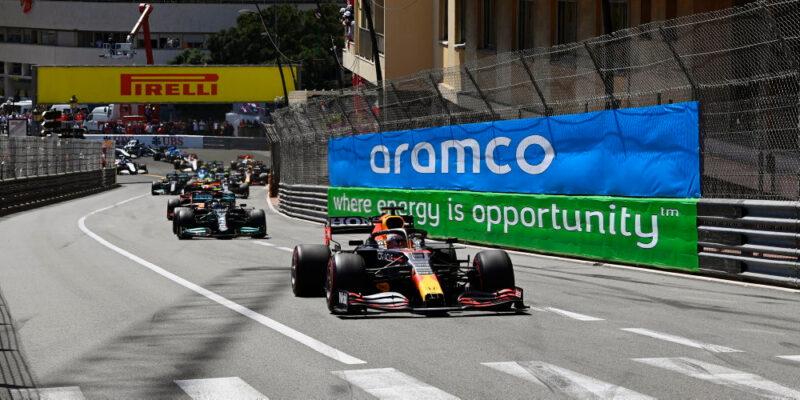 VC Monaka vyhrál Verstappen, Leclerc ani neodstartoval