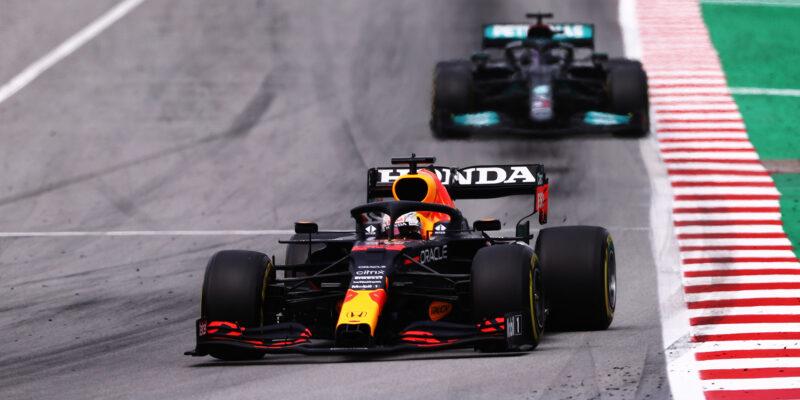 Hamilton vděčný týmu, Verstappen čekal porážku