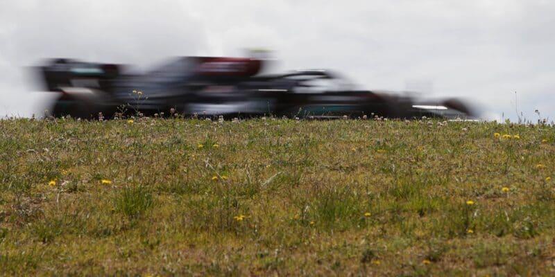 Kvalifikaci na Velkou cenu Portugalska ovládli jezdci Mercedesu