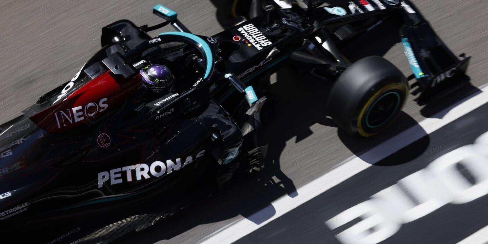 Velkou cenu Portugalska vyhrál Lewis Hamilton