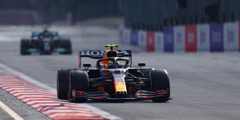 Bláznivý závod v Baku vyhrál Pérez, Vettel na pódiu