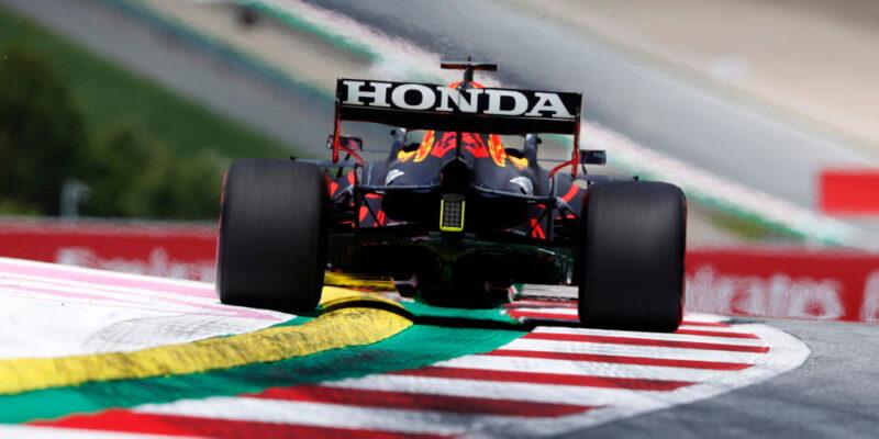 Verstappen opět nejrychleší v tréninku, Mercedes ztrácí