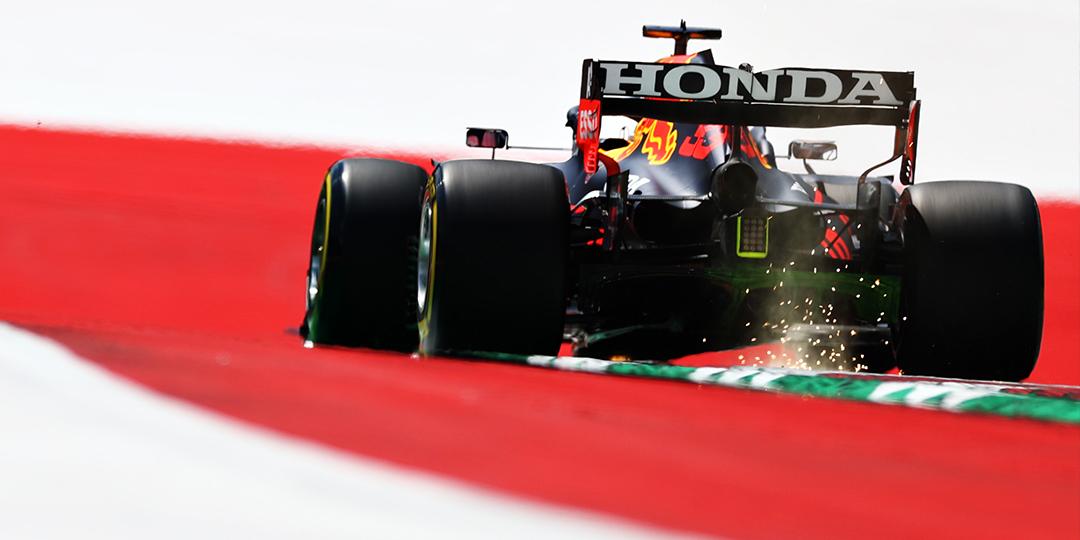 Verstappen v tréninku na čele, Hamilton ztratil 4 desetiny
