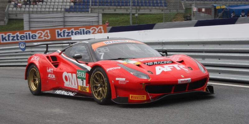 Monza: Prvním vítězem nové DTM je Liam Lawson na Ferrari