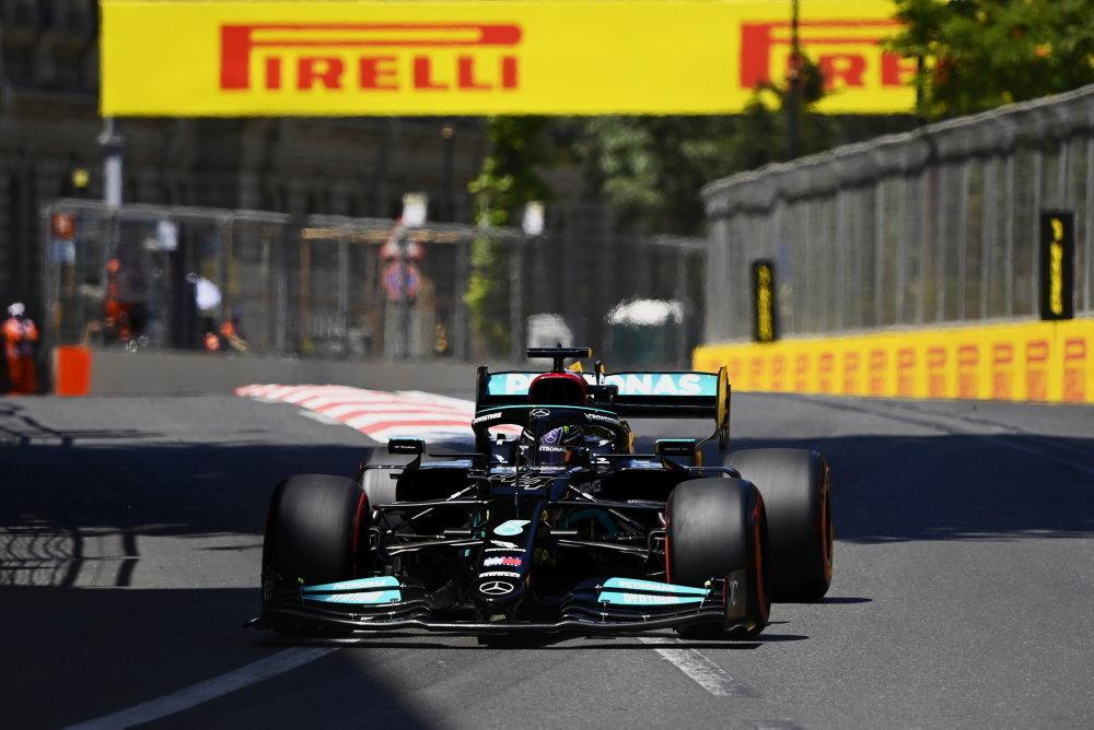 """Pirelli: """"Šťastlivec"""" Hamilton, na pneumatikách byl nalezen 6cm řez"""