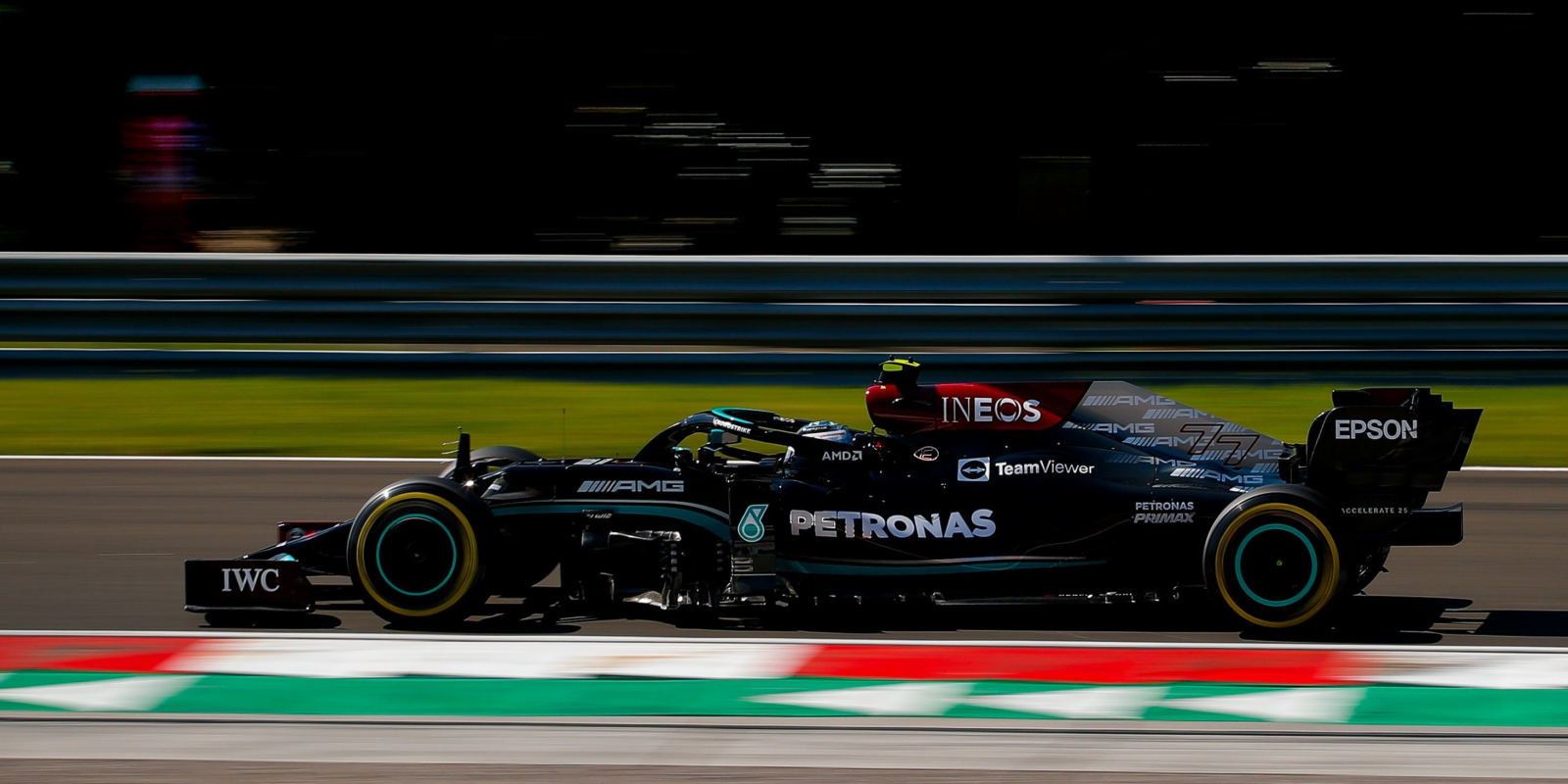 Druhý trénink na Hungaroringu: Double pro Mercedes, Ferrari až v druhé desítce