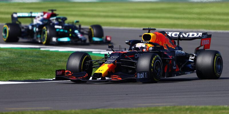 V sobotním sprintu rozhodl start, Verstappen dominoval