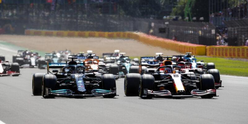 Silverstone nabídl šokující incident, závod vyhrál Hamilton