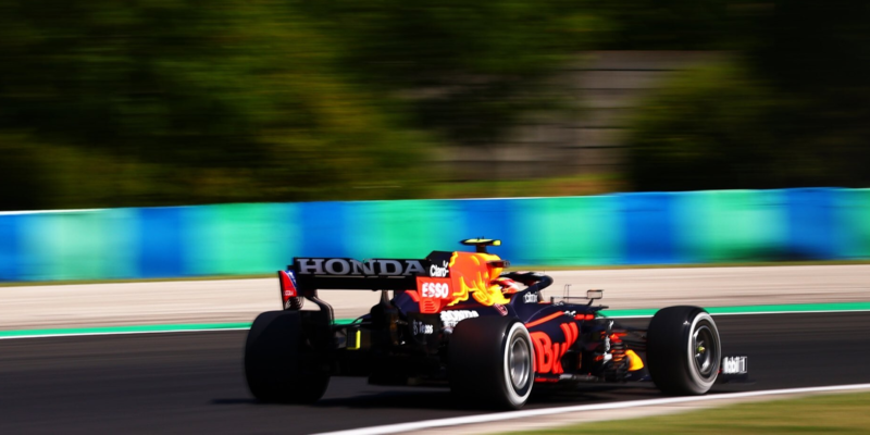 První trénink v Maďarsku: Nejrychlejší těsně Verstappen, Cunoda nedokončil