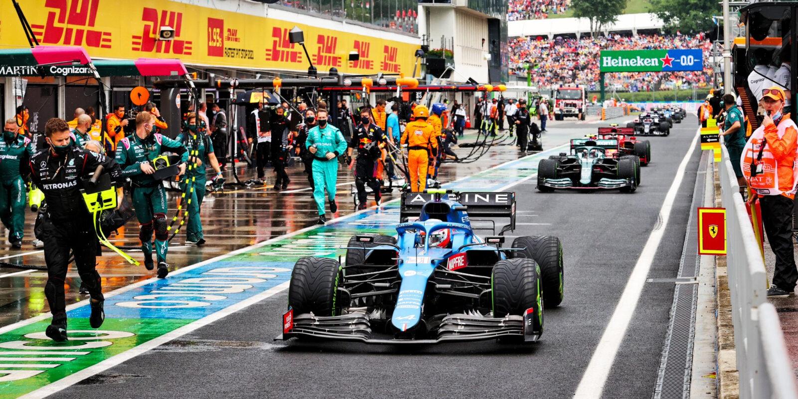 Nečekaným vítězem je Ocon, strategická blamáž Mercedesu