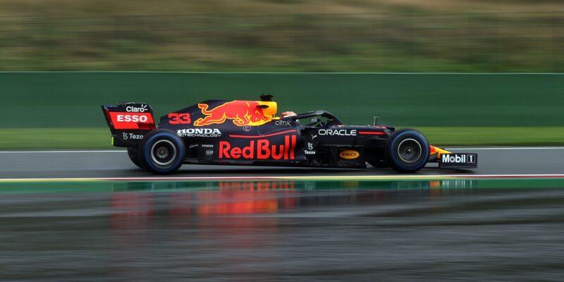 Šok a překvapení ve Spa! Verstappen první, Russell druhý