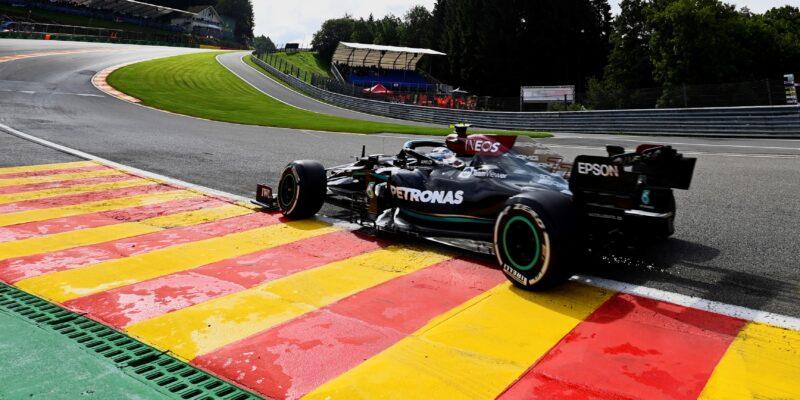 První trénink ovládl Bottas, Hamilton až osmnáctý