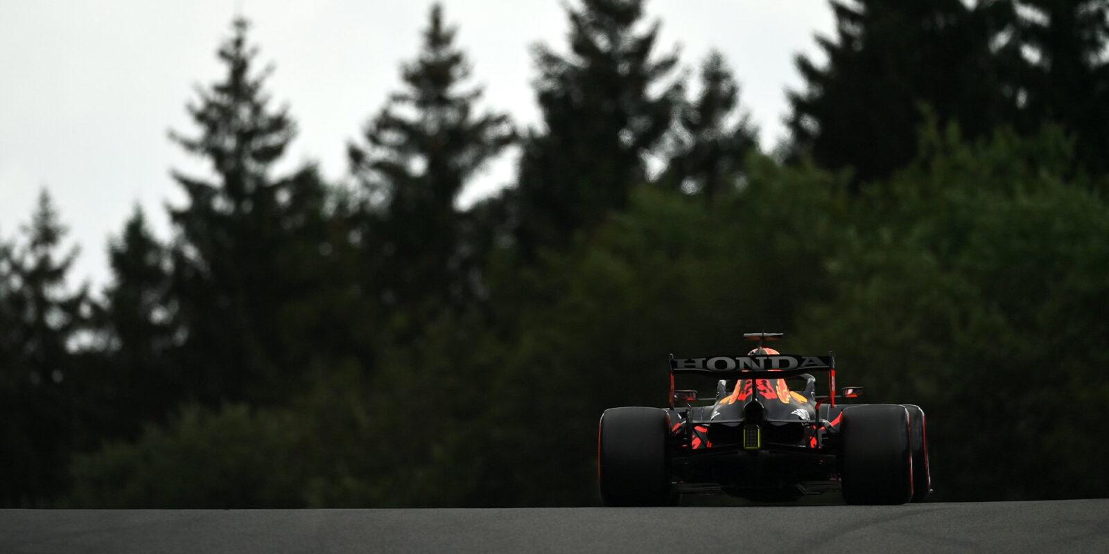Druhý trénink patřil Verstappenovi, na konci boural