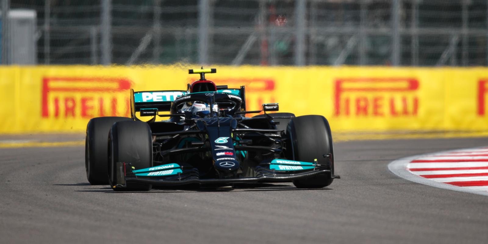 Druhý trénink v Rusku: Mercedes opět na špici, Giovinazzi boural