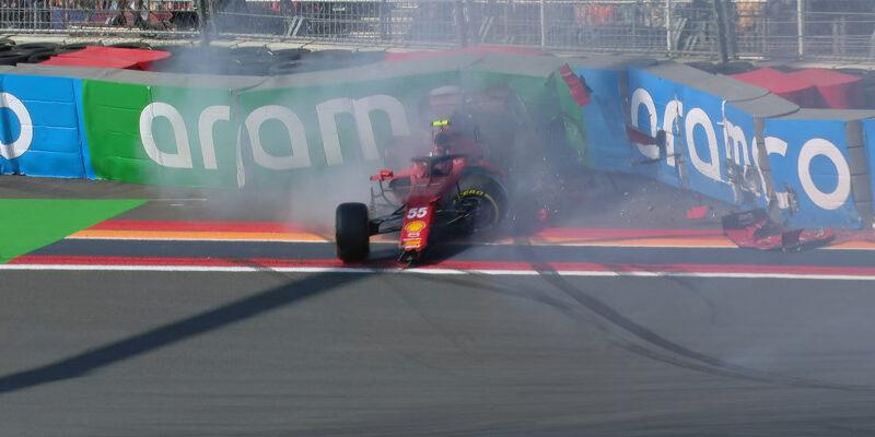 Třetí trénink v Zandvoortu pro Verstappena, Sainz boural