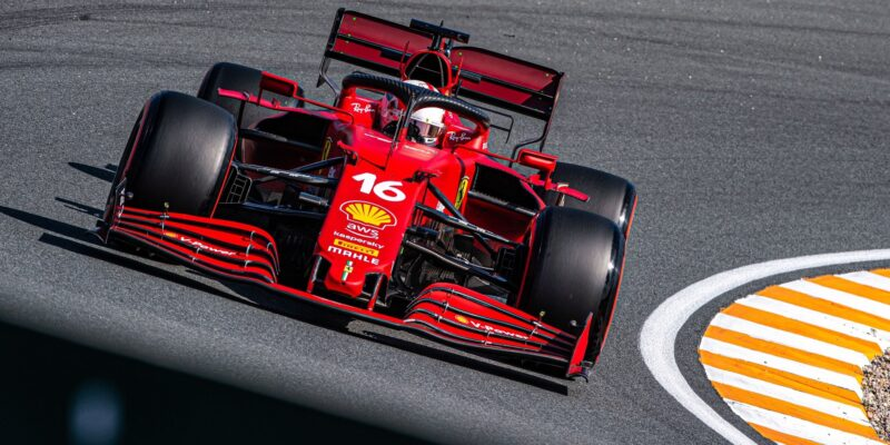 Druhý trénink nedokončil Hamilton, piloti Ferrari na čele