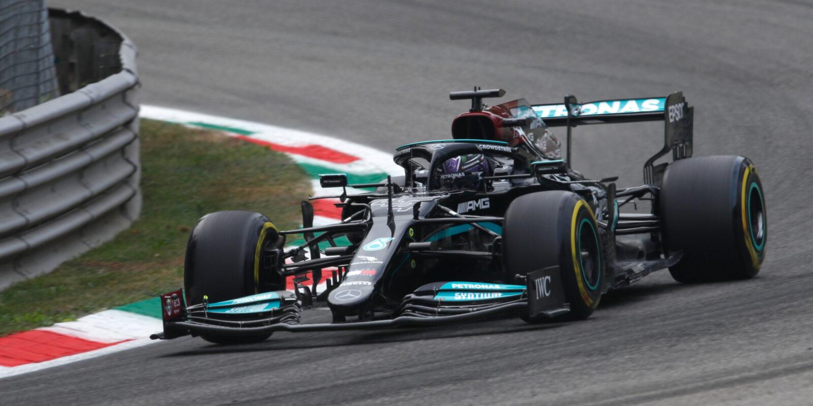 Poklidný trénink v Itálii ovládl Lewis Hamilton