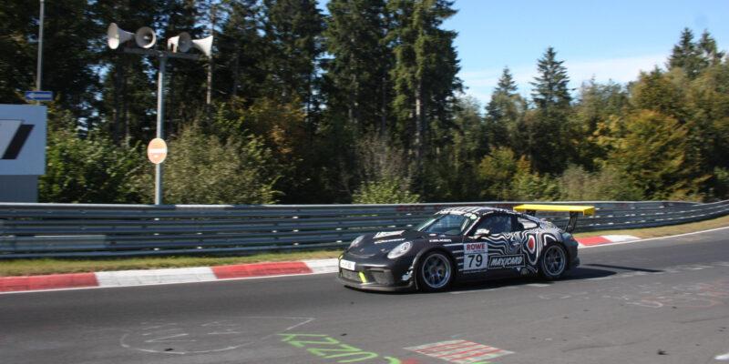 NLS na Nürburgringu: Vítězný comeback Astonu Martin