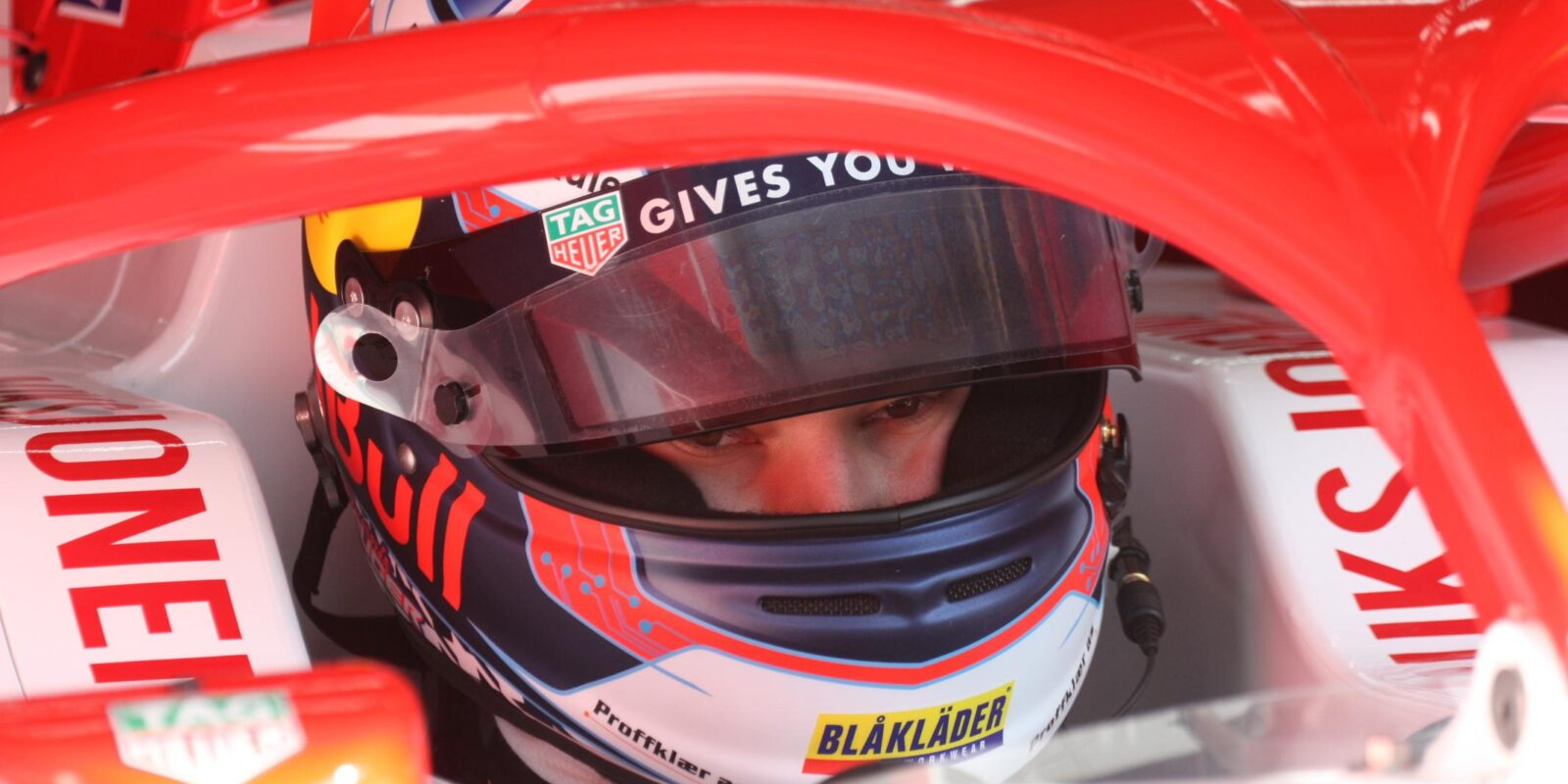 Hauger na pole position F3 před silným Schumacherem