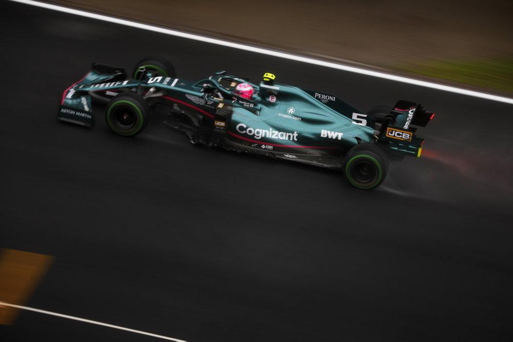 Vettel bere vinu za špatnou volbu pneumatik na sebe