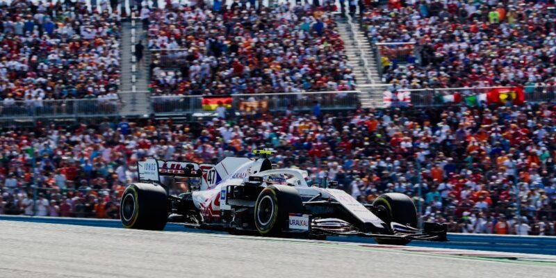 Nemůžu se jen tak vypařit, reaguje Schumacher na kritiku Verstappena
