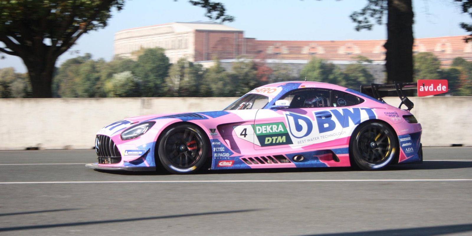 Finále DTM na Norisringu: Mercedesy jako Dampfwalzen
